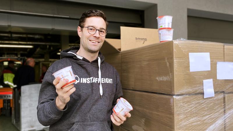 InstaFreight employee with foodspring muesli